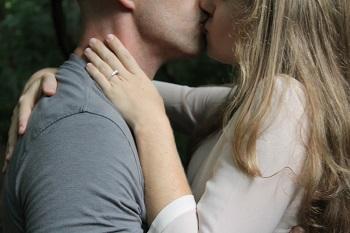 カップルマッサージは愛情表現のひとつです